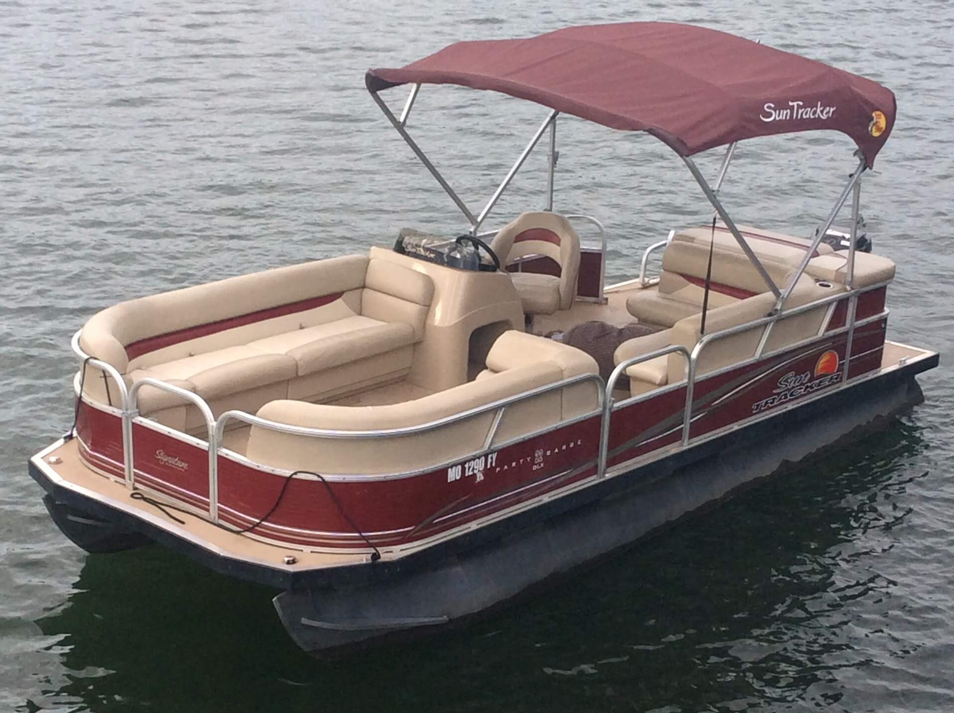 Sun Tracker 22 foot Deluxe Pontoon boats